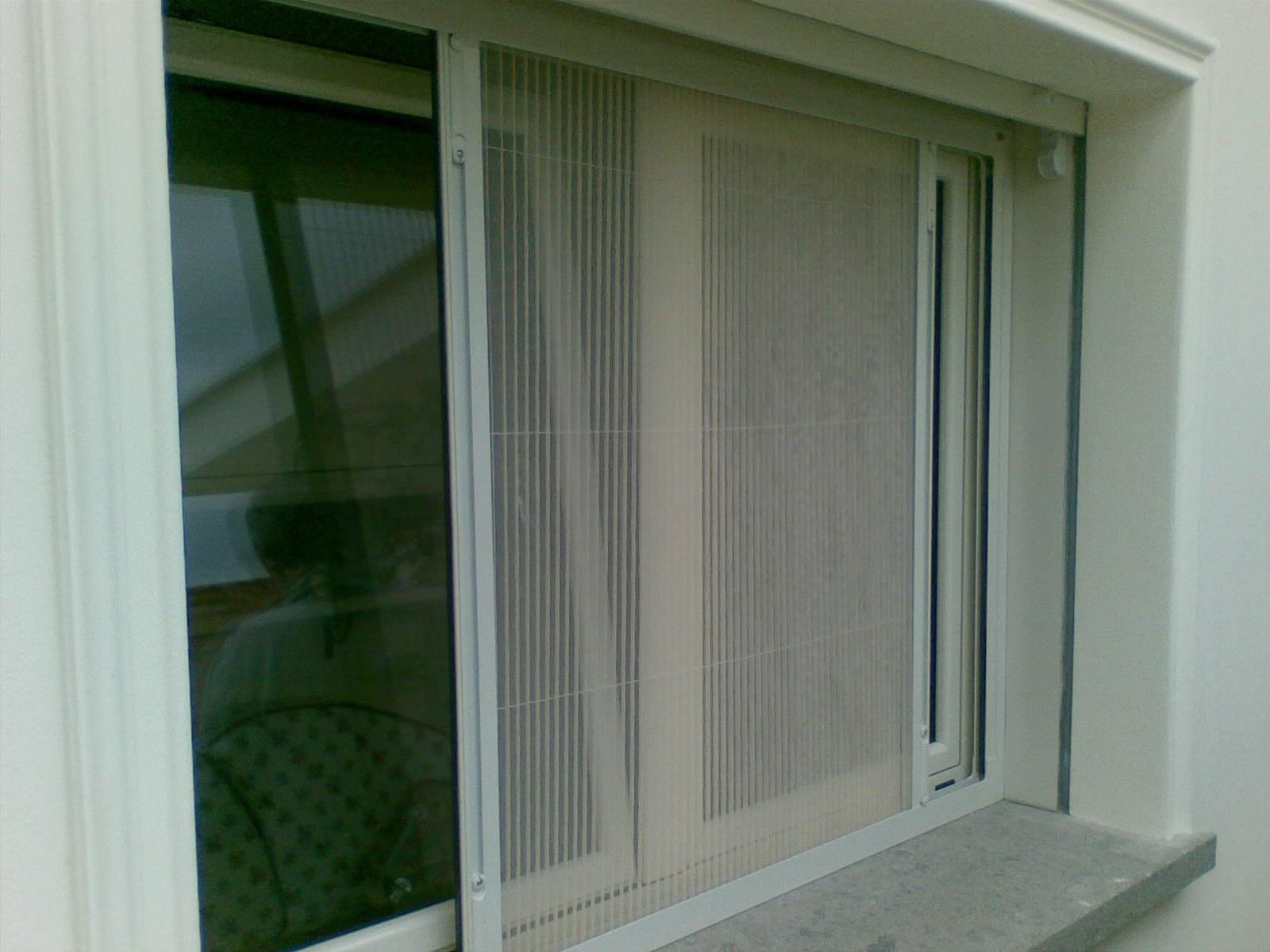 Caldo e zanzare: il condominio può vietare la zanzariera?
